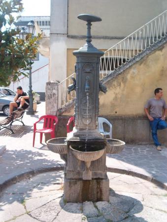 Fontana Artistica Varapodio